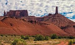 rocks landscape clouds (travelben) Tags: moab area utah america couleur nature usa paysage canyon clouds western colorado landscape nuages amérique rocs rocks desert scenic westerns sky sandstone west wild