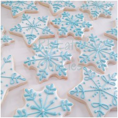 Pearly Snowflakes (cREEative_Cookies) Tags: holiday decorated sugar cookies creeative decorating platter holidays festivities party theme desserts thanksgiving give thanks pumpkin pie snowflakes winter wonderland gingerbread house ninjabread grinch stole christmas 3d tree snowmen snowflake snowman turkey face santa claus grumpy cat ornaments icicles rudolph reindeer sunflower art edible yummy food