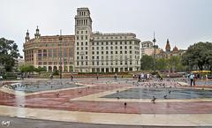 Lluvia en la Plaça de Catalunya (svet.llum) Tags: barcelona catalunya cataluña plaza plaça arquitectura ciudad verano lluvia plaçadecatalunya
