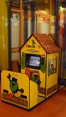 17-05-2013 033 (Jusotil_1943) Tags: 17052013 tejado ojos caseta infantiles juegos