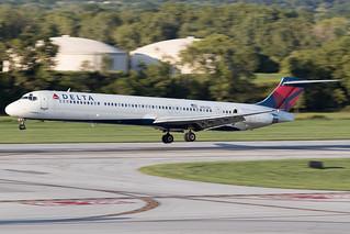 Delta MDD MD-88 N957DL KCMH 12SEP15