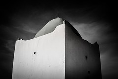 Mausoleum (Samere Fahim Photography) Tags: light sky blackandwhite bw sun clouds canon photography eos 350d algeria soleil blackwhite noiretblanc lumire marabout tomb nb ciel mausoleum maghreb algerie nuages sameer samir algrie tombe  tombeau mausole  fahim ouassini  tlemcen samere msirda     wilayadetlemcen samerefahimphotography    sidimohamedelborzini tilimcen maghrebarab samirfahim samerefahim