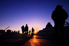 Towards the light (kazs2307) Tags: sunset twilight silhouette yokohama light evening 夕景 トワイライト シルエット 光り 横浜 大桟橋