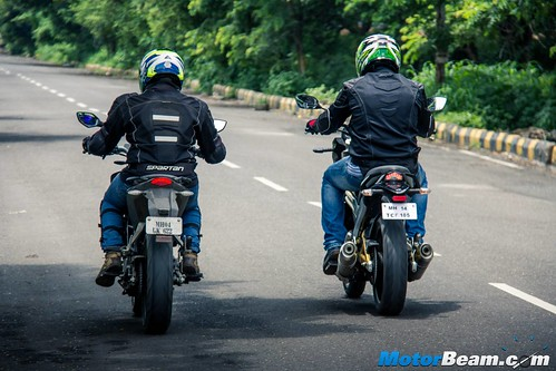 Mahindra-Mojo-vs-KTM-Duke-200-12