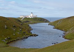 Strathy Point Lighthouse and Lochan nam Faoileag (chdphd) Tags: lighthouse strathy strathypoint strathypointlighthouse lochannamfaoileag
