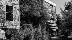 20150724-P1570678 (katharina_amari) Tags: blackandwhite berlin architektur bauten teufelsberg lostplaces beelitzerheilstätten