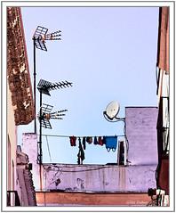 Des antennes et une lessive (GilDays) Tags: roof espaa spain nikon linen pastel andalucia espana cadiz andalusia espagne linge antenne antenna andalousie toits cadix d810 nikond810 anda0915