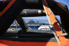 Seenotrettung im Mittelmeer (Offizieller Auftritt der Bundeswehr) Tags: italien berlin marine reggiocalabria hafen schiff bundeswehr hilfe mittelmeer egv seenotrettung a1411 einsatzgruppenversorger humanitäre bundeswehrfotos