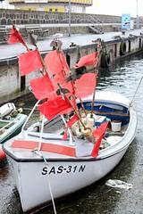 Red Flag (Andr Hofmeister) Tags: port boot harbor boat ship wind harbour windy rgen hafen schiff sassnitz windig redflags auszeit afsnikkor35mm118g roteflaggen