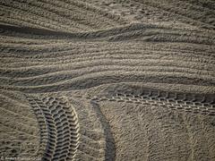 e-m1 16#081 (Red Brick 59) Tags: olympusomdem1 olympus40150mmf4056mft beach sand lagunabeach tracks color brown yellow beige morning