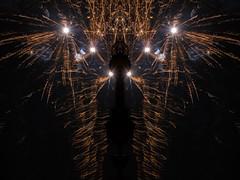 black king (zoomseb) Tags: sylvester 2017 rockets light fire happy year new night midnight saint day black king crown licht feuer rakete neues jahr feier party mitternacht explosion fireworks feuerwerk reflection spiegelung zeichnung linien lines