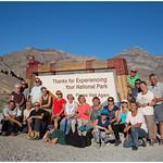Groepsfoto in Death Valley National Park .... thumbnail