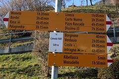 Wegweiser Camedo FART ( TI - 549 m - Standorttafel Tessiner Wanderwege ) am Bahnhof Camedo im Centovalli im Kanton Tessin der Schweiz (chrchr_75) Tags: hurni christoph schweiz suisse switzerland svizzera suissa swiss kantontessin kanton tessin südschweiz chrchr chrchr75 chrigu chriguhurni chriguhurnibluemailch albumzzz201703märz märz 2017 wegweiser standorttafel