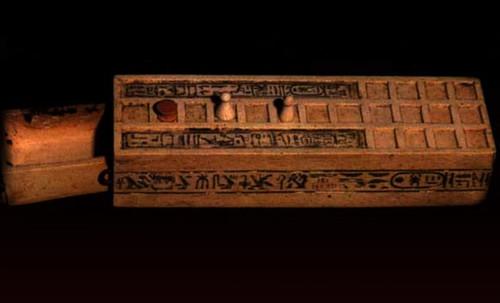 "Senet - Lujoso sistema de objetos lúdicos obsequio del dios Toht a la faraona Nefertari • <a style=""font-size:0.8em;"" href=""http://www.flickr.com/photos/30735181@N00/32481167306/"" target=""_blank"">View on Flickr</a>"