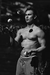 Monochrome juggler