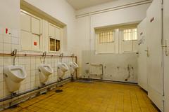 20120701-FD-flickr-0029.jpg (esbol) Tags: bathroom shower ceramics sink bad toilet toilette bathtub badewanne urinals pissoir keramik dusche waschbecken kloschssel kloset