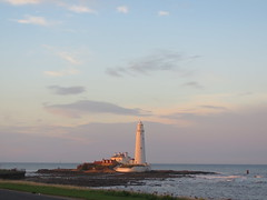 St Marys Lighthouse (spaceyt29) Tags: sea sky water clouds ligthouse