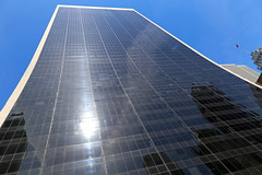 Solow Building - New York City (USA) (Meteorry) Tags: nyc newyorkcity blue sky usa sunlight newyork facade america skyscraper reflections realestate unitedstates manhattan unitedstatesofamerica bleu ciel april empirestate bigapple skidmore 57thstreet gordonbunshaft gratteciel 2015 solowbuilding darkglass meteorry west57thstreet owingsmerrill sheldonsolow