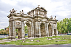 Puerta de Alcalá (ancama_99(toni)) Tags: madrid españa architecture spain arquitectura puerta nikon 1000views alcalá puertadealcalá 10favs 10faves 35favs 25favs 35faves 25faves ltytr1 d7000