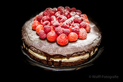 Brownie cake with mascarpone and red fruit