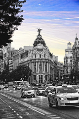 Mi Madrid (AlbaMD Photography) Tags: españa madrid metropolis taxi bn blancoynegro cielo edificio arquitectura granvía via coches bw black white grises cuadro picture detalles ciudad centro