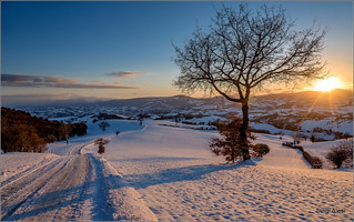 tramonto invernale in collina