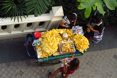 Jackfruitstand aus Vogelperspektive (ziso) Tags: thailand bangkok 2017 sathorn streetfood jackfruit