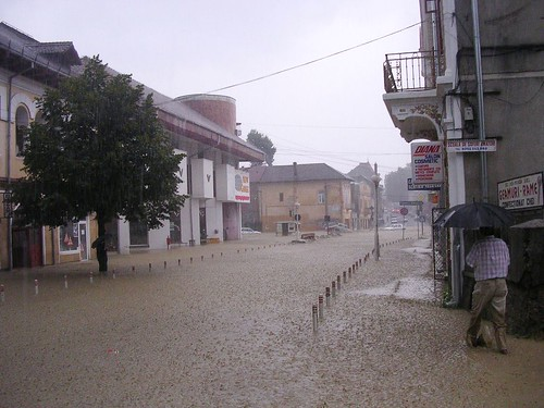 Strada Negru Voda Vidraru shopping complex 5 August 2005 flood inindatie Curtea de Arges Romania