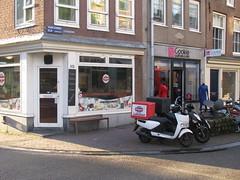 Vehicle & Business No. 122 (streamer020nl) Tags: holland netherlands amsterdam bench cookie nederland scooter business vehicle centrum 122 haarlemmerdijk bankje 2015 binnenstad haarlemmerbuurt 261115