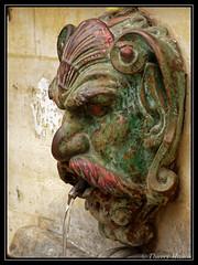 Fontaine de la Croix du Trahoir (thierrymasson94) Tags: paris france fontaine sculpture fontainedelacroixdutrahoir rue de larbresec ruesainthonoré ruedelarbresec