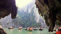 Fishermen Cave 渔民洞 (stardex) Tags: halongbay vietnam sea cave hill mountain landscape boat fishermencave