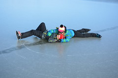 Seebad Mörbisch (anuwintschalek) Tags: nikond7000 d7k 18140vr austria burgenland neusiedlersee neusiedl talv winter january 2017 see järv lake jää eis ice frozen skating eislaufen mörbisch mörbischamsee uisutamas schlittschuhlaufen lapsed kalle paula