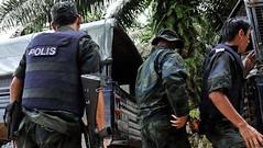 """آخر تفاصيل الهجوم الإرهابي الذي خطط """"داعشي"""" و""""حوثيون"""" لتنفيذه خلال زيارة الملك سلمان لماليزيا (ahmkbrcom) Tags: الإرهاب الحوثيين اليمنيين سيارةمفخخة كوالالمبور ماليزيا"""