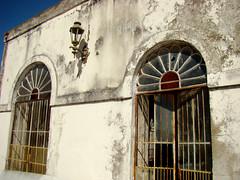 Antigo Mercado (Gijlmar) Tags: brasil brazil brasilien brésil brasile riograndedosul américadosul américadelsur southamerica amériquedusud brazilië guaíba abandoned abandonado janela venster finestra okno fenster window ventana fenêtre ablak окно