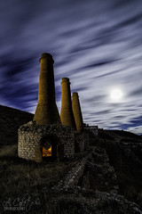 Chimney under the moon (A.Coleto) Tags: noche night luna moon chimenea guadalajara cielo sky azul blue nubes canon linterna cálida