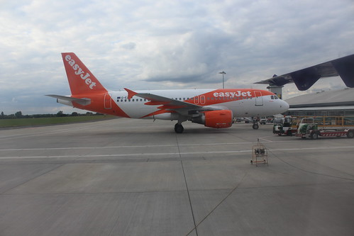 "EasyJet Airbus A319 G-EZDM ""Porto"""