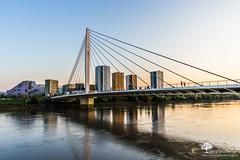 Jogging en ville (photosenvrac) Tags: bleu pont paysage loire nantes tabarly ponttabarly thierryduchamp