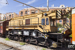 Grua (Escursso) Tags: station train canon tren eos railway estacion catalunya grua trainspotting tarragona renfe estacio adif 60d tkraf