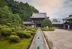 A priest approaches (Tim Ravenscroft) Tags: japan architecture garden temple kyoto buddhist tofukuji zen kaisando