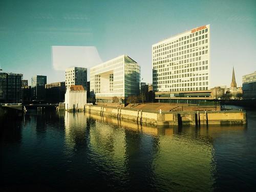 Spiegel und Reflexionen. #Hamburg