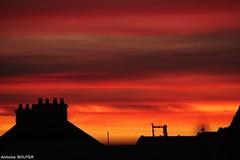 Ca vaut le coup de se lever tôt (antoinebouyer) Tags: rouge ciel sky cloud nuage temps météo couleur