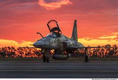 F-5EM (Força Aérea Brasileira - Página Oficial) Tags: 2015 anapolisgo baan bvr beyondvisualrange brazilianairforce f5 f5em fab forcaaereabrasileira forçaaéreabrasileira fotopaulorezende caca exercíciobvr pordosol sunset taxi