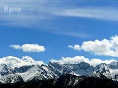 blue sky above snowy mountains [explored] (Ola 竜) Tags: mountains snow bluesky whiteclouds sunny mountain peaks snowy insnow landscape winter snowymountains horizon skyscape