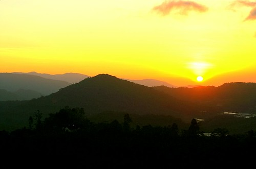 sunrise over cameron highlands