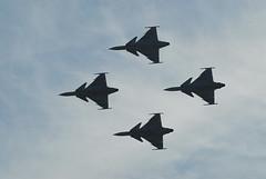 SAAB Gripen (hkkbs) Tags: fighter display sweden aircraft military airshow 100views 400views 300views 200views sverige 500views nikkor 70300mmf456g saab flygplan nikond200 jas39gripen swedishairforce flygshow svenskaflygvapnet såtenäsflygflottilj militärt jaktplan jaktflygplan jaktflyg