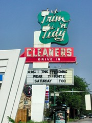 Trim n' Tidy Cleaners Sign