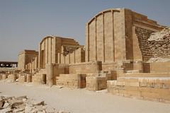 Sakkara,  de trappiramide en de ommuring (Rita Willaert) Tags: egypt mastaba sakkara djoser caïro piramiden trappiramide