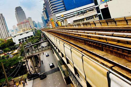 Giao thông ở Bangkok với đường ray BTS trên không (SkyTrain)