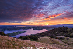 Low Fog Sunrise at Tri-Valley (Jaykhuang) Tags: trivalley morganterritory losvquerosreservoir losvaqueros livermore eastbay lowfog sunrise burn jayhuangphotography reflections rollinghills green ebparkok