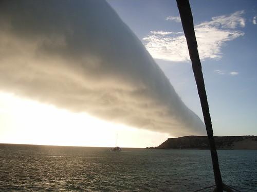 413337610 96ca88ef9f 空に架かる雲の帯、モーニンググローリー!